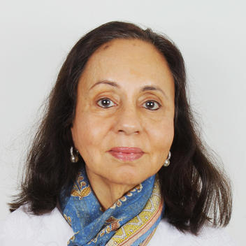 Portrait photo of Ayesha Dias